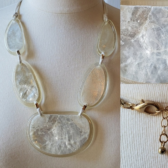 Jewelry - BOUTIQUE | LK NEW | SHELL STATEMENT NECKLACE